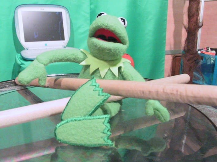 Kermit drumt