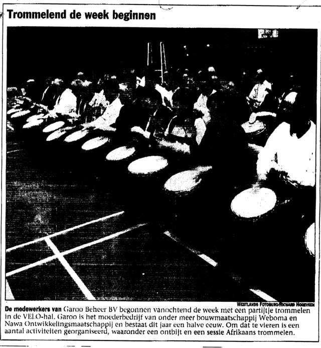 "Pers Artikel in Westlander Courant over de percussieworkshop door Hans Beenhakkers Slagwerk ""Trommelend de week beginnen"""