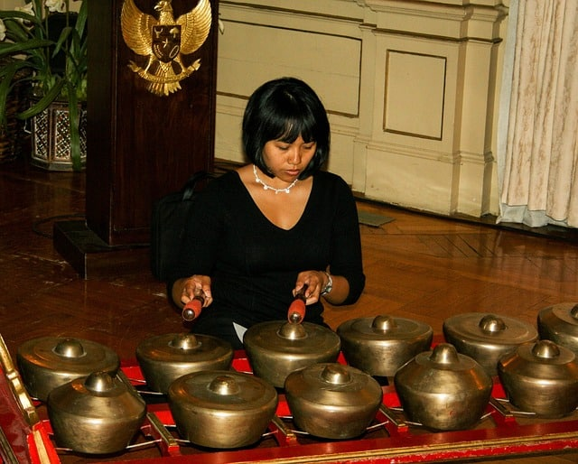 gamelan-gamalan-kenong- Melodische Percussie