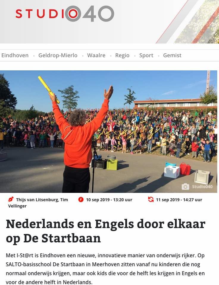 Pers Artikel Foto in Studio 040 over energizer boomwhackers door Hans Beenhakkers Slagwerk voor 750 kinderen van de internationale basisschool de Startbaan in EIndhoven