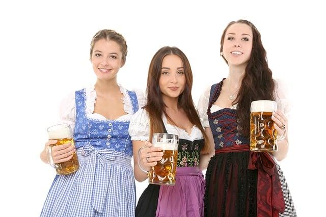 Dirndl vrouwen Bayern Tirol Alpen kleding